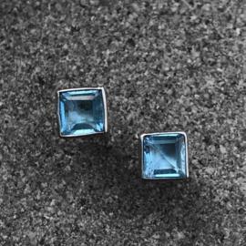 925/000 zilveren oorstekers met facet geslepen Topaas