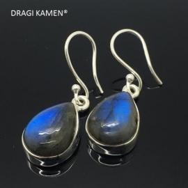 Prachtige 925 Zilveren oorbellen met geslepen extra blue labradoriet uit Madagaskar.