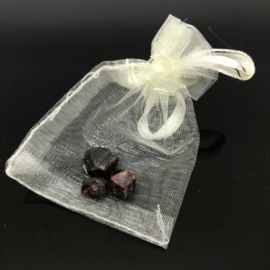 Granaat meditatie/knuffelsteentjes in buideltje