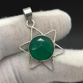 925/000 Zilveren hanger met facet geslepen groene Chalcedoon.