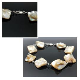 Handgemaakte armband met grote Abalone schelp kralen.