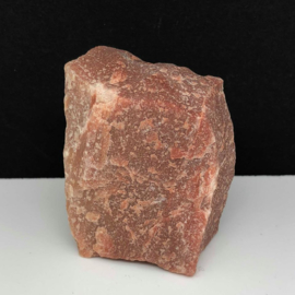 Rode Aventurijn ruw kristal.