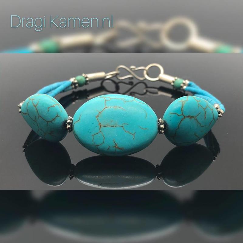 Handgemaakte armband, Turkoois met Turqueniet,  zilveren details en sluiting.
