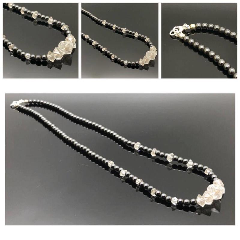 """Handgeregen bijzonder collier """"Let the Earth Energy flow"""" gemaakt van Herkimer Diamant met Hematiet, 925/000 zilveren sluiting."""