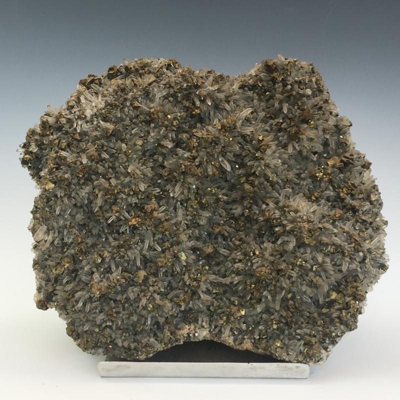 Bergkristal (fijne kristallen) cluster met pyriet kristallen
