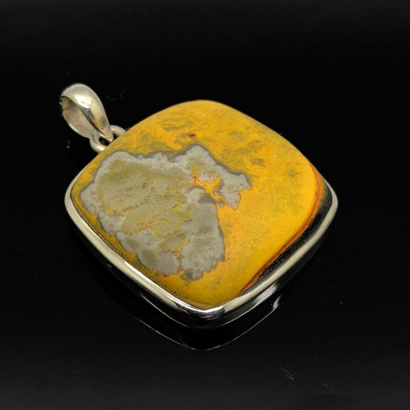 925/000 Zilveren hanger met geslepen Bumblebee Jaspis.