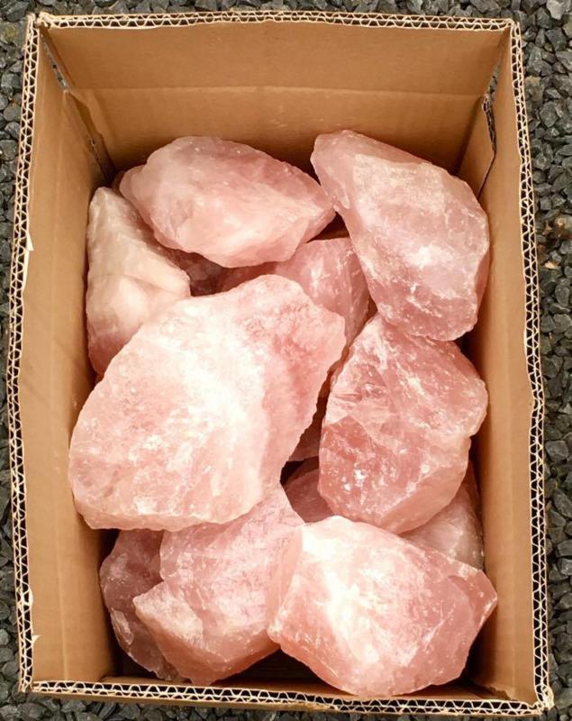 Partij van 20 kilo Rozenkwarts uit Brazilië. Prijs 125 euro GRATIS VERZENDEN met PostNL.