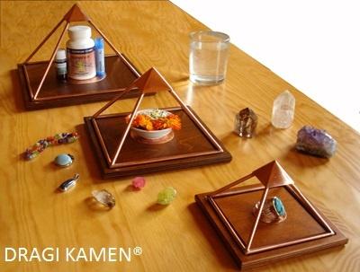 Voordeelset van drie Meru Piramides en Gratis Shri Yantra Talisman en GRATIS verzending.