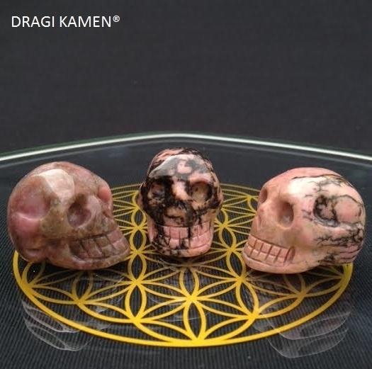 Crystal skull Rhodoniet, 30 mm.