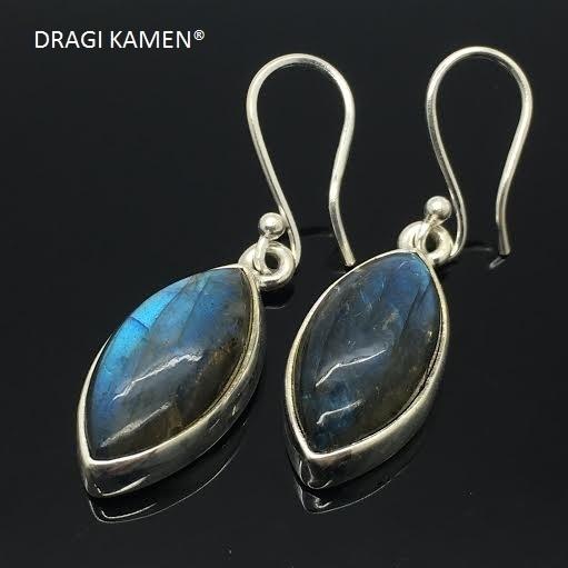 Prachtige 925 Zilveren oorbellen met geslepen extra blue labradoriet uit Madagaskar. Code: LO009