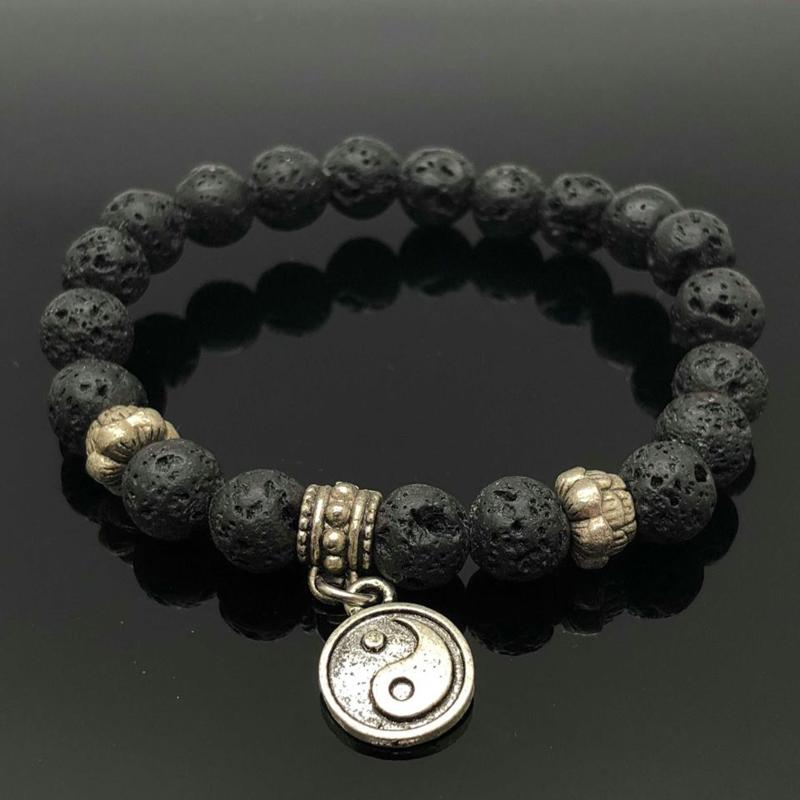 Handgemaakte armband met 8 mm Lava steen kralen.