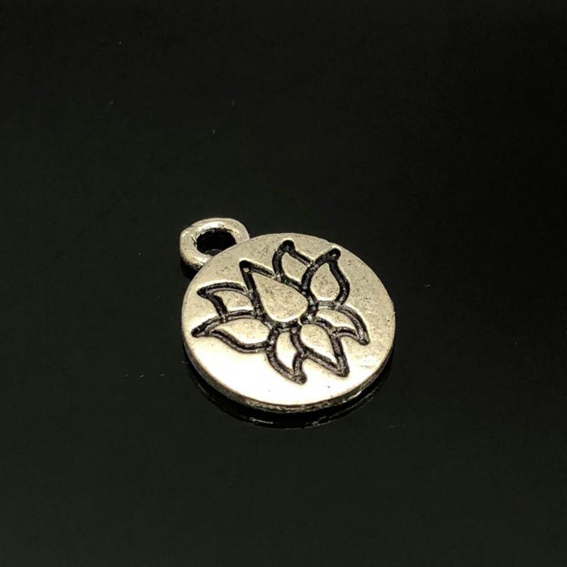 Lotus Bedel, klein,  metaal zilver kleur.