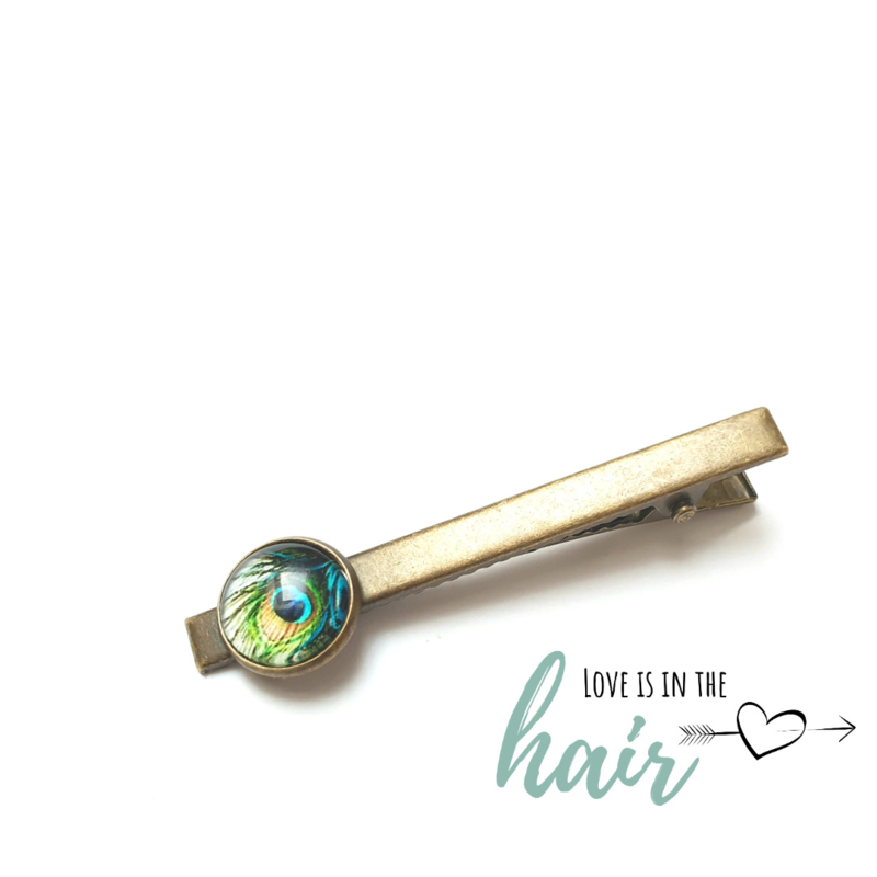 Clip Love Is In The Hair© | Peacock