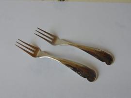 Zwei schöne antike silberne Fleischgabeln