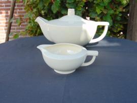 """Petrus Regout teapot and milk jug """"Tilly"""""""