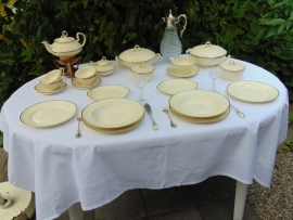 Antique porcelain tableware Plazuid