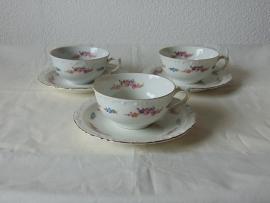 2 Vintage porcelain teacups.