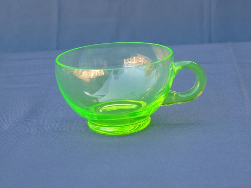 Annagroen (Uranium) glazen kopje