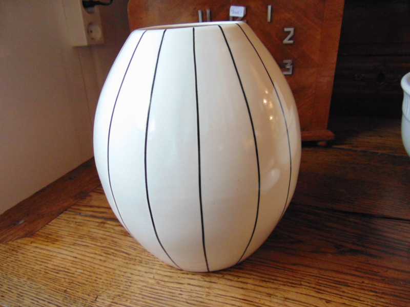 Petrus Regout vase model Nora