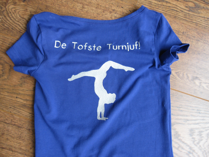 T-shirts geborduurd met je eigen logo of tekst naar keuze.