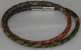 Wikkelarmband  van rondgevlochten leder in de kleuren groen-bruin-grijs