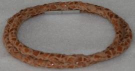 Wikkelarmband van rondgevlochten leder in de kleur pompoen reptiel