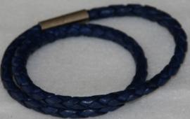 Wikkelarmband van rondgevlochten leder in de kleur blauw