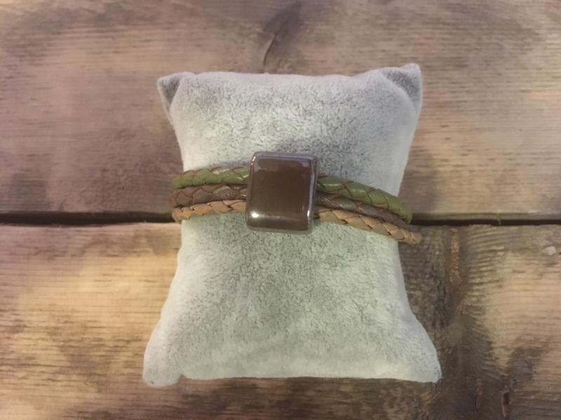 Armband  legergroen donker taupe