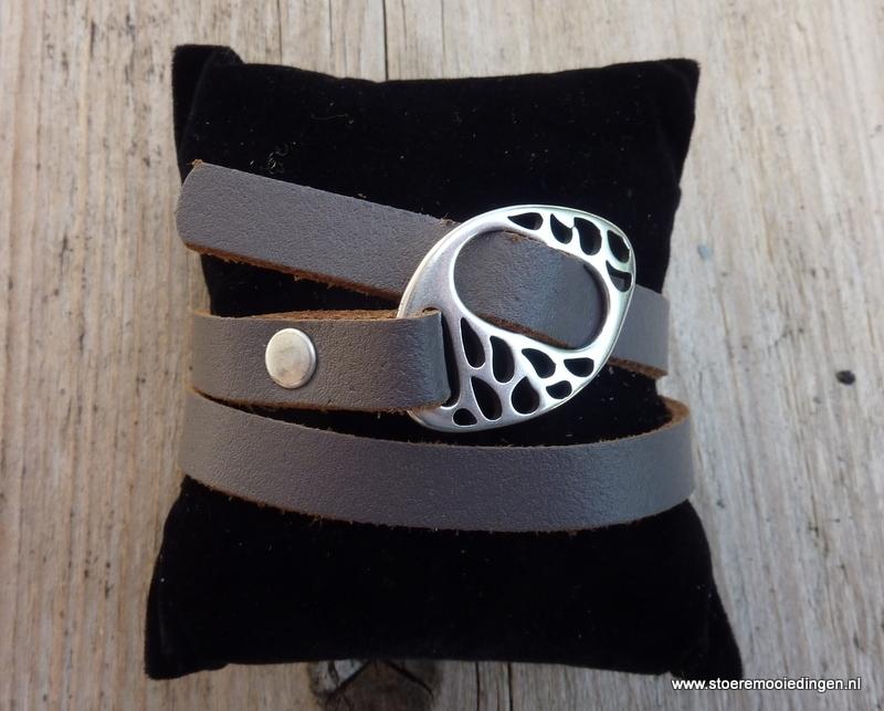 Gesp armband taupe