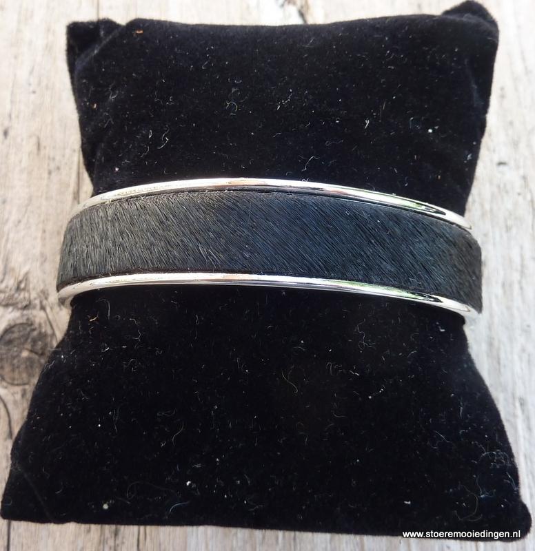 armband metaal zwarte vacht leder