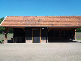 175) Douglas schuur en carport
