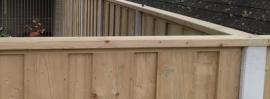 Dichtscherm met grijze gladde lichtgewicht betonpalen