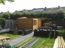 10) Douglas / Lariks aanbouw aan bestaand tuinhuisje