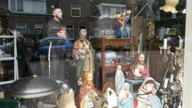 Groot franciscus beeld, maria's, jezus.