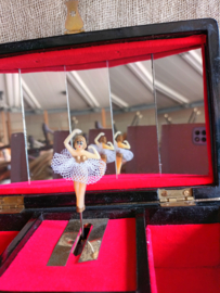 Lakwerk sieradenkistje met ballerina