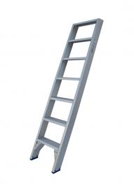 Solide enkele rechte trap 7 treden