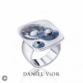 DANiEL ViOR Synth Opal/Onyx Gray ring