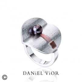 DANiEL ViOR Black Pearl Brown ring