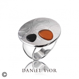 DANiEL ViOR Carnelian/Onyx ring