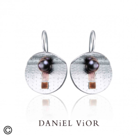 DANiEL ViOR Black Pearl Brown oorbellen
