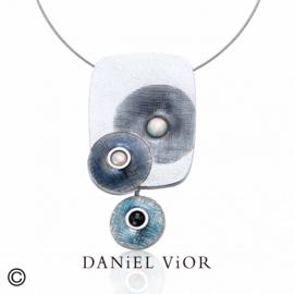 DANiEL ViOR Synth Opal/Onyx Gray collier