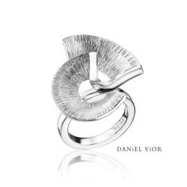 DANiEL ViOR Apoaxis ring