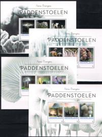 PERSOONLIJKE ZEGELS PADDENSTOELEN ++ P 291