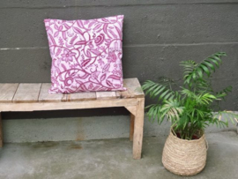 "Kussensloop klimplant ""paisly"", donker roze  50 x 50 cm"