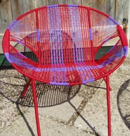 Owusu chair nr. 42 Ghanese kuipstoel rood/paars