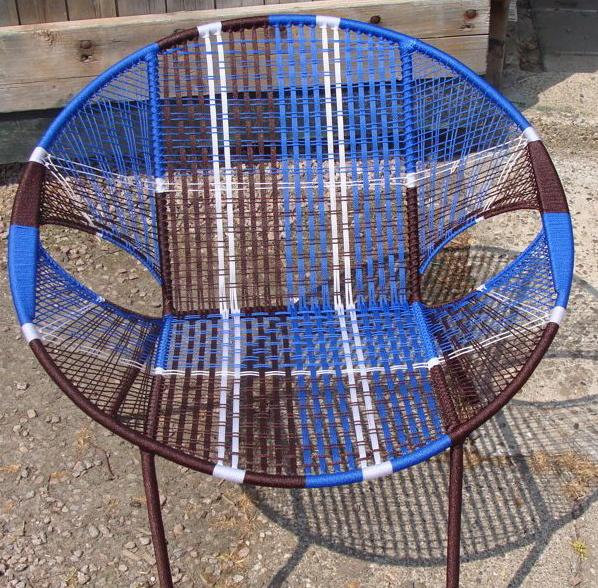 Owusu chair nr. 30 Ghanese kuipstoel bruin/blauw/wit