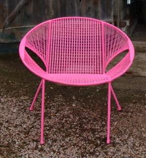 Owusu chair nr. 46 Ghanese kuipstoel roze