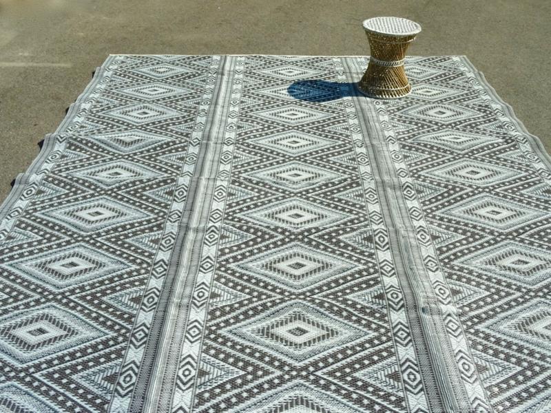 Plastic vloerkleed 270 x  360 cm (opvouwbaar),  grijze ruit (grijs/bruin/zwart/wit)