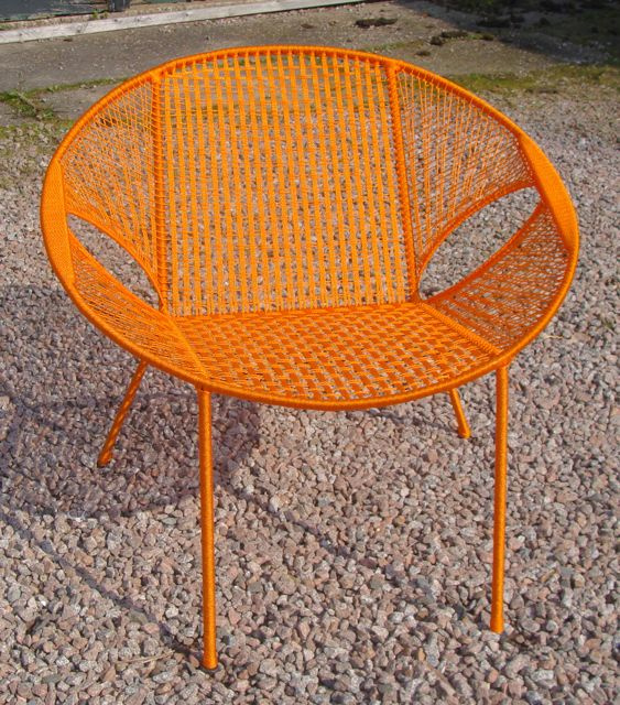Owusu chair nr. 47 Ghanese kuipstoel oranje