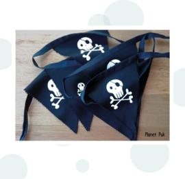 Vlaggenlijn Piraat! (2) Zwart-Wit 2.5 mtr.